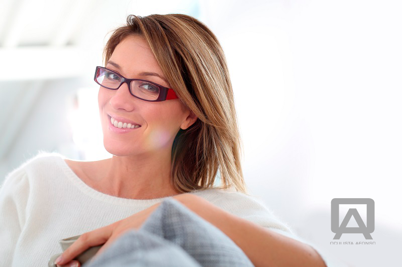 Muitas vezes tendemos a dizer que vemos mal e que precisamos de óculos. No  entanto, usar óculos é algo sério e que não deve ser levado de ânimo leve. 4a99a33409