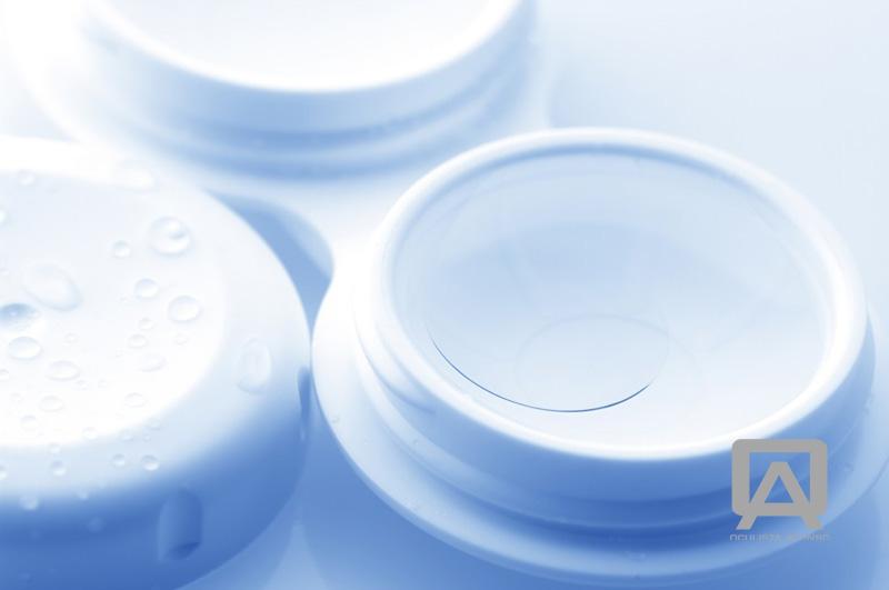 As lentes de contacto são utilizadas por milhões de pessoas em todo o  mundo, dado serem um substituto prático e confortável dos óculos. A sua  utilização é ... 2c9748ecc3
