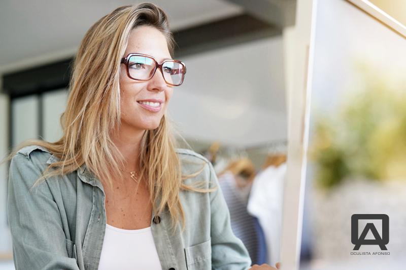 7 sinais de que precisa de óculos progressivos