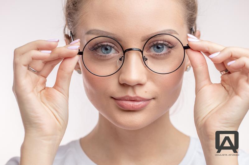 Precisa de óculos com lentes monofocais?